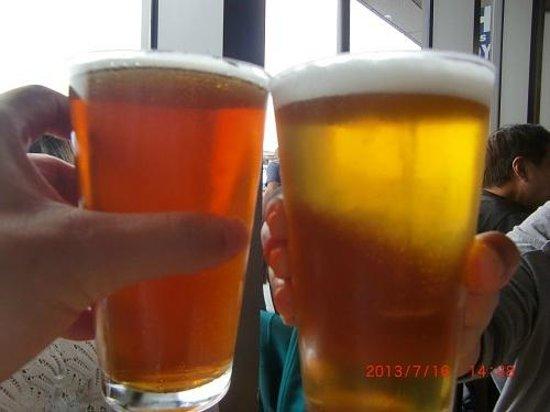 Hog Island Oyster Company : 地元のクラフトビールで乾杯