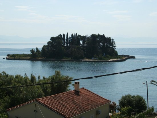 Ionian Blue Bungalows & Spa Resort : View if Mouse Island from hotel pool