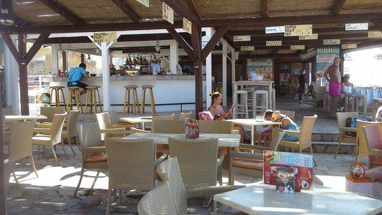Aeolos Beach Resort Hotel: Bar