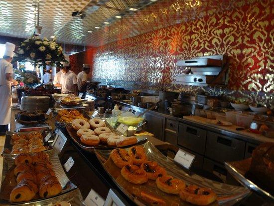 The St. Regis Bali Resort : Boneka's Buffet Breakfast