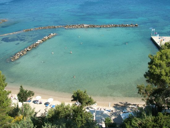 Ionian Blue Bungalows & Spa Resort : View of the private beach from main hotel pool