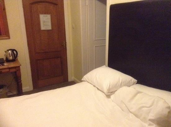 Riverside Hotel: bedroom