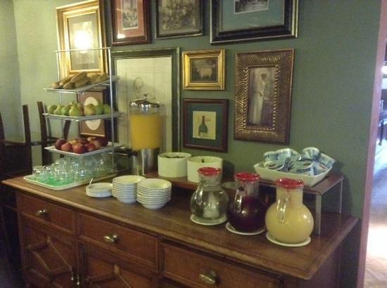 Riverside Hotel: buffet area