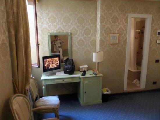Hotel Carlton on the Grand Canal: chambre rococo,!pas de surclassement comme prévu sur voyage privé