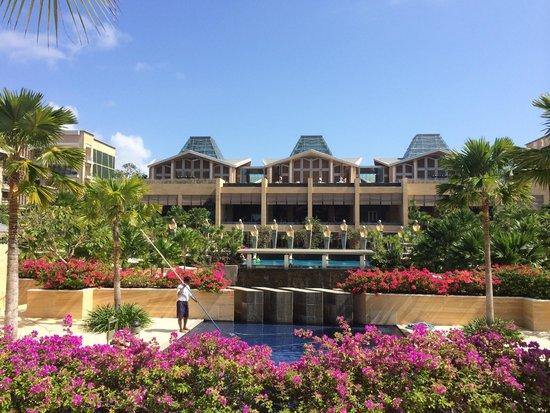 Mulia Villas: Hotel Grounds