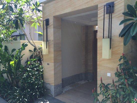Mulia Villas: Entrance to Ocean View Villa