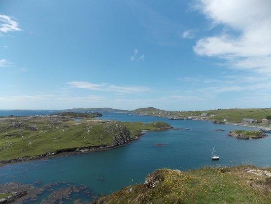 Inishbofin House Hotel & Marine Spa: The view from the cliff