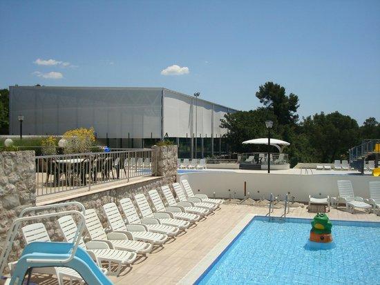 Hotel Adria: l'extérieur côté piscine