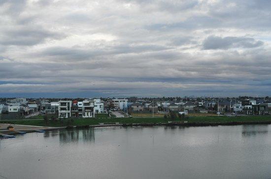 Mercure Melbourne Caroline Springs: View from Balcony Lake room