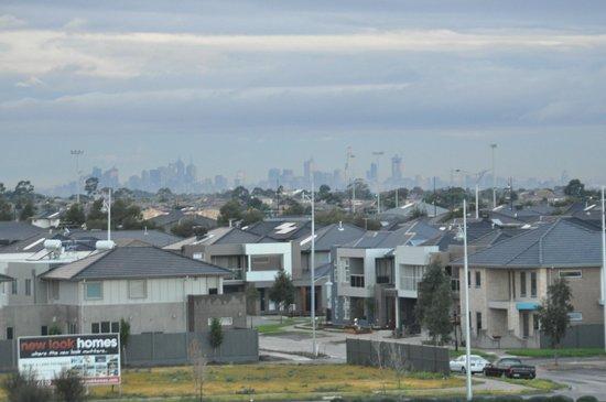 Mercure Melbourne Caroline Springs: Melbourne city in the distance