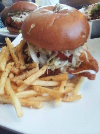 SkinnyFATS Restaurant: Chicken burger