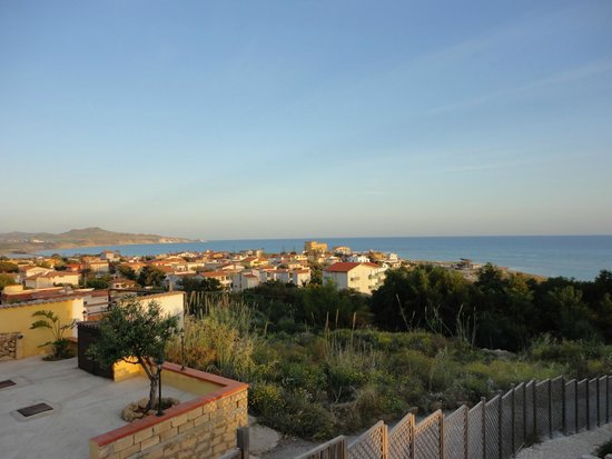 Baia di Ulisse Wellness & SPA: Вид на местность с территории отеля.