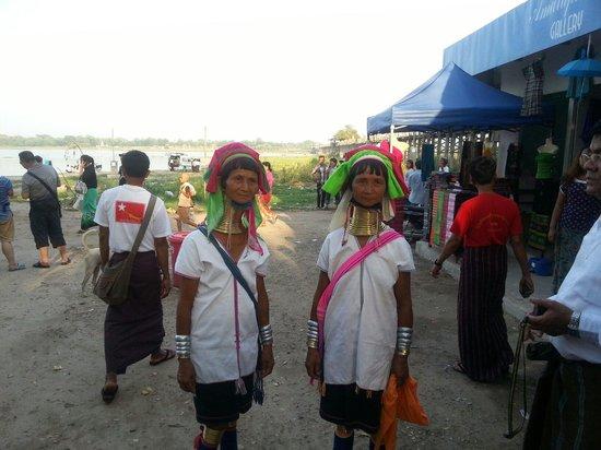 Pont d'U Bein : Met the 2 Kayan tribe ladies at U Bein