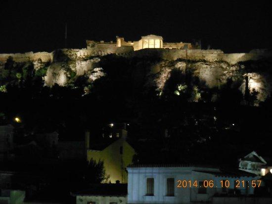 Hermes Hotel: Acropole le soir