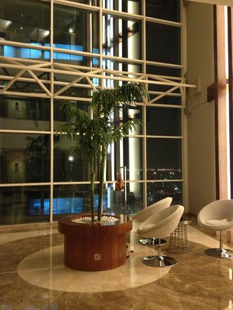 Grand Millennium Al Wahda: Piano camere