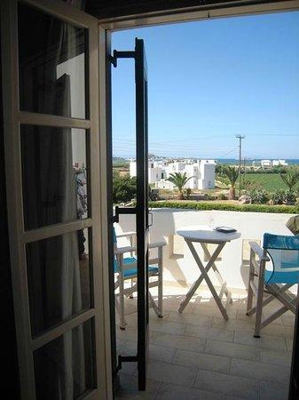Zefyros Studios: View from 1st floor room onto terrace