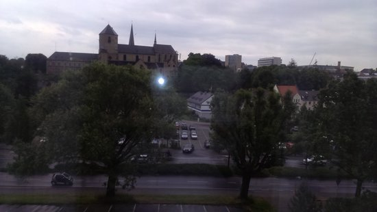 Leonardo Hotel Moenchengladbach: View of the church  from room