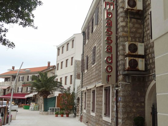 Restaurant Ambassador: view srom the promenade
