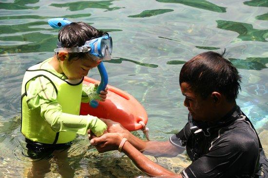 Majika's Island Resort : friendly staff (2)
