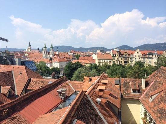Schlossberg Hotel: Вид с террасы отеля.