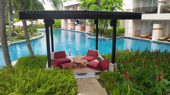 Sheraton Hua Hin Resort & Spa: Blissful bar and restaurant by the pool