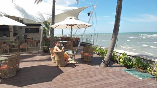 Sheraton Hua Hin Resort & Spa: Beach bar at sheraton