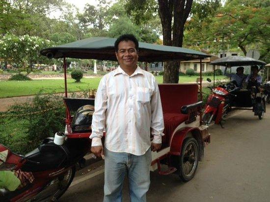 Victoria Angkor Resort & Spa: Mr Chuon Chantol, tuk tuk driver devant le Victoria hotel