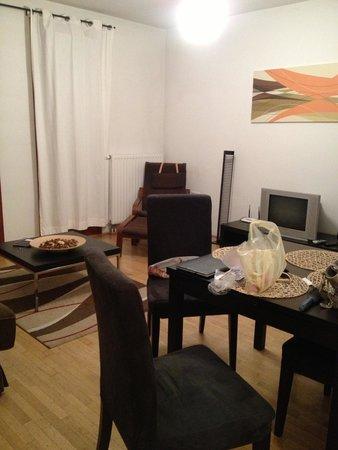 Paradise Apartments: Гостиная
