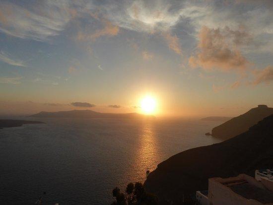 Villa Renos : Sunset on a cloudy evening!