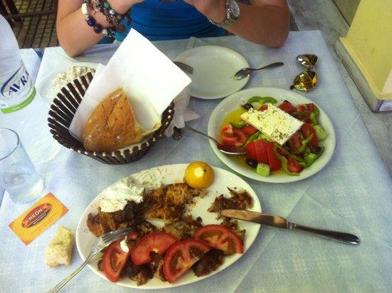 Club Neon Restaurant: Gyros e insalata ottimi