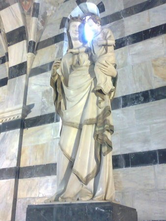 Chiesa di Santa Maria della Spina : Chiesa della Spina, Pisa statua