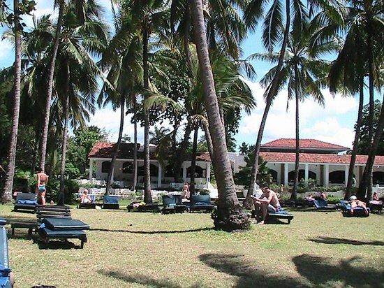 Diani Sea Lodge: area piscina spiaggia