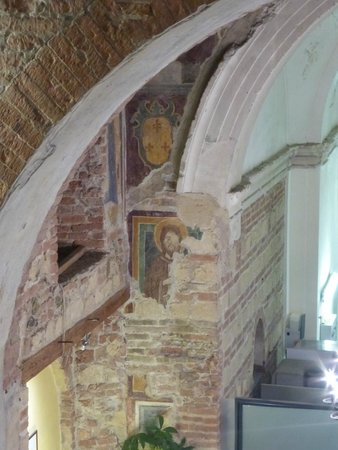 Fresco fragments still intact on the walls of Ristorante Santa Felicita, Verona