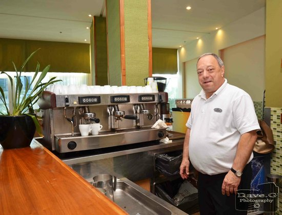 Dan Panorama Eilat : Oscar ,who makes your breakfast coffee