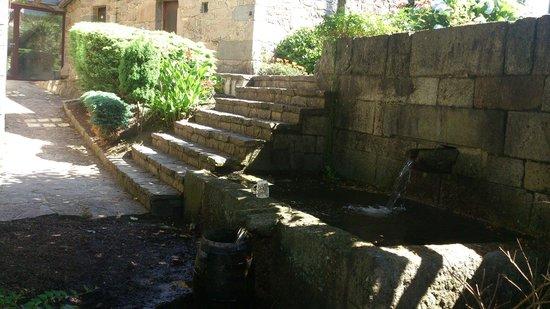 Casa alda Gasamans: El sonido de la fuente añade algo especial