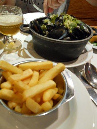 Chez Leon: mejillones con patatas fritas
