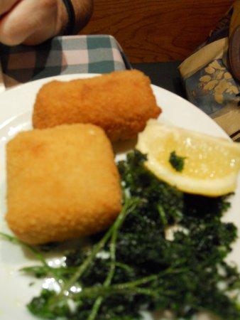 Chez Leon: duo de croquetas (queso / gambas)