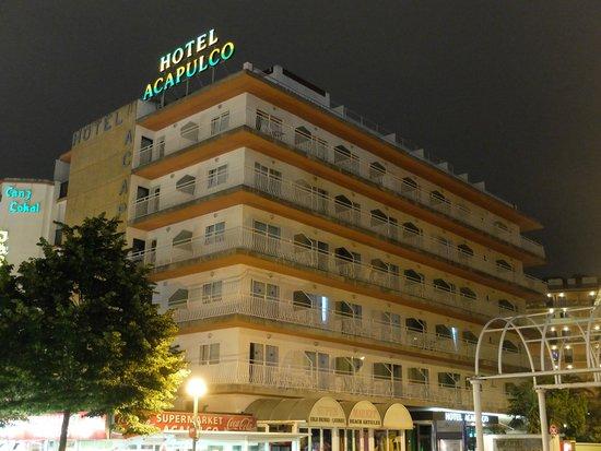 Hotel Acapulco Lloret de Mar: Отель Акапулько вечером