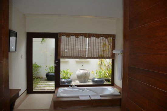 Angkor Palace Resort & Spa : view from the bathroom