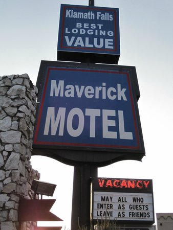 Maverick Motel : Signage