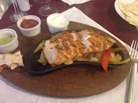 La Villa Restaurant: Chicken fajitas ��