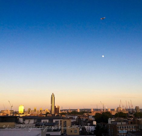DoubleTree by Hilton Hotel London - Victoria: View from the 9th floor