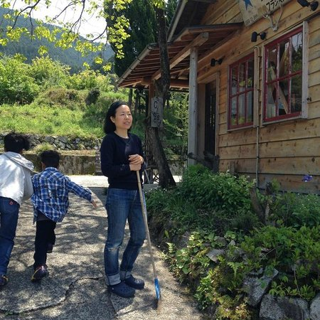 Nokishita Toshokan B&B: in front of the house