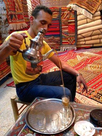Medina of Rabat : Mohammad serving tea.