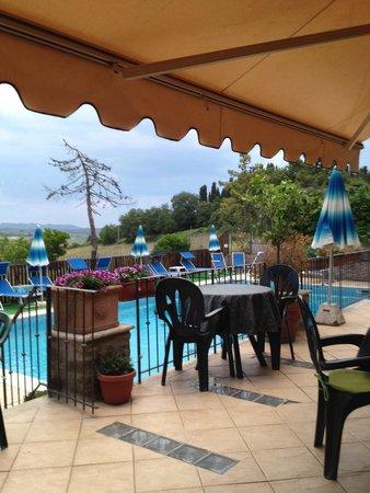 Bed & Breakfast Villa Veronica : Het zwembad is prima, uitzicht is prima... Maar...de voor de rest, geen goed idee