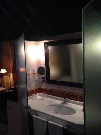 Hotel Casa del Pilar: Baño del aSuite Mirador