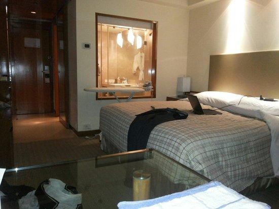 Four Points by Sheraton Navi Mumbai, Vashi : Room is very good
