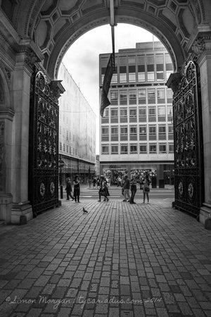 Royal Academy of Arts - Archway to Piccadilly