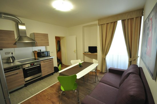 Salvator Superior Apartments: Kitchen area