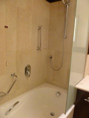 Starhotels Excelsior : Shower/Bath